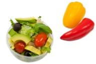 2348Z-avocado-hähnchen-salat-cherry-tomaten-oliven-rucola-pesto-klein