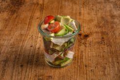 Avocado Salat mit Hähnchenbrust im Weckglas