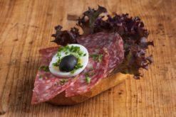 Brötchen mit italienischer Salami