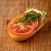 Broetchen mit Mozzarella und Tomate