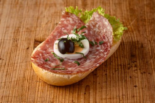 Broetchen mit italiensicher Salami