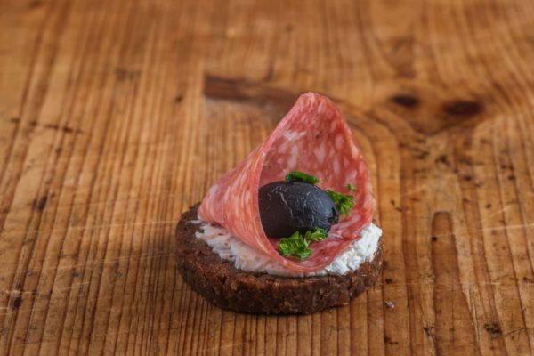 Canape Mailänder Salami