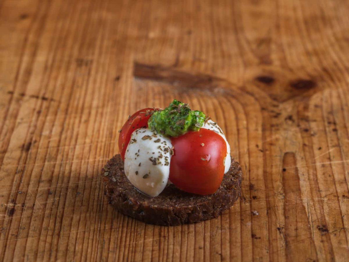 Canape Mozzarella-Tomate
