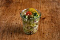 Gartensalat mit Hähnchenbrust im Weckglas