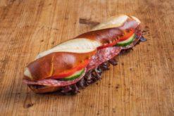 Laugenstange mit italienischer Salami