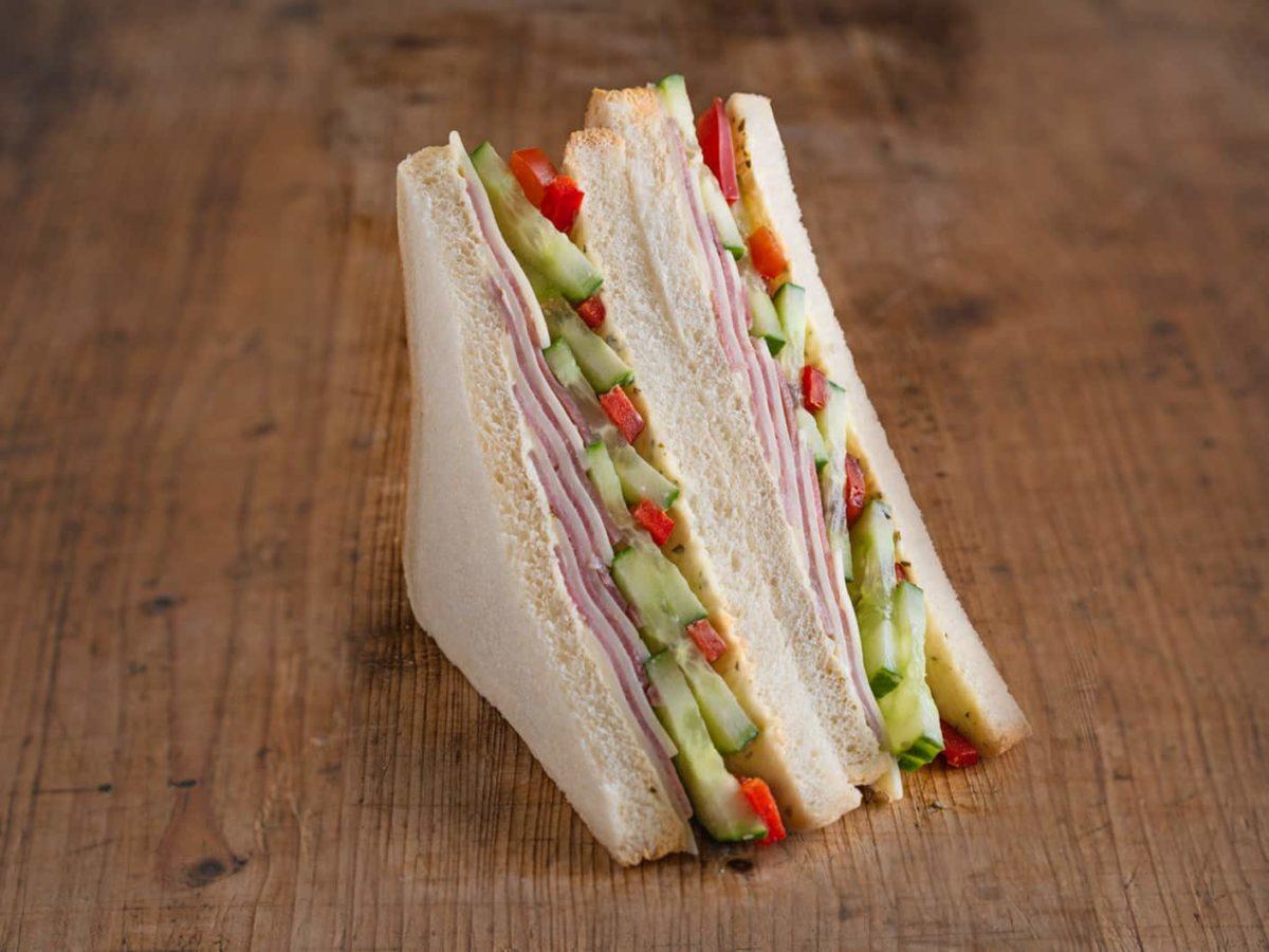 American Sandwich mit Schinken und Käse