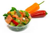 3305Z Lachs Salat mit geräuch. Lachs Paprika, Gewürzgurken und Lauchzwiebeln klein