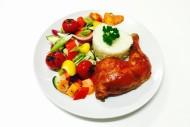 Hähnchenkeule in Honig-Senf Marinade mit Gemüse und Reisbeilage