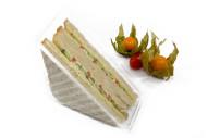 American Sandwich mit Gouda, Gurke, Paprika, und Remoulade