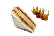 American Sandwich mit Thunfisch, Mais, Paprika, sauer Gurken und Remoulade
