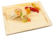 gefüllter Wrap mit Thunfisch, Salat, Mayonnaise und Kaperncreme