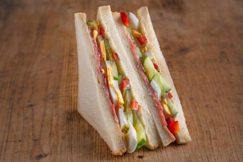 American Sandwich mit Salami