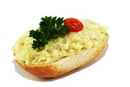 01026 belegtes Brötchen mit hausgemachter Kartoffelcreme
