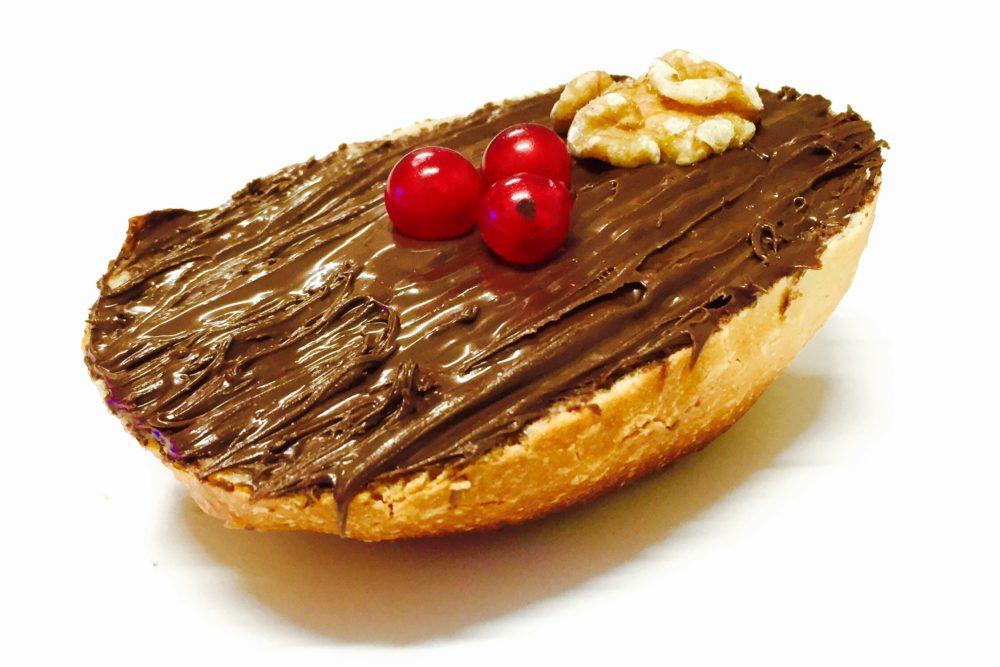 Brötchen mit Nutella