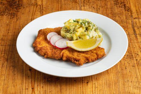 """Schnitzel """"Wiener Art"""" mit lauwarmem Kartoffelsalat"""