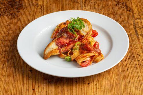 Puten-Saltimbocca mit Tomaten Nudeln