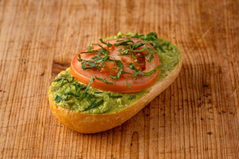 Broetchen mit Avocadocreme VEGAN