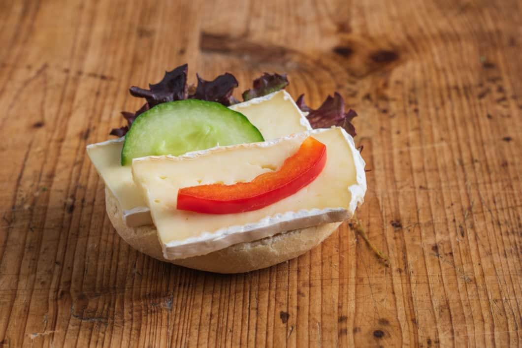 Mini Brötchen mit Camembert