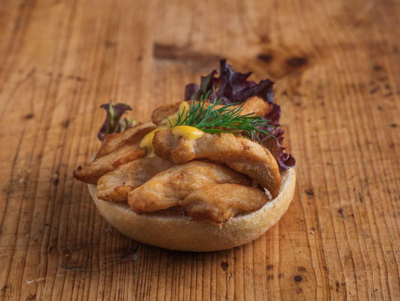 Mini Brötchen mit Hähnchen-Curry