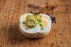 Mini Brötchen mit gekochtem Ei