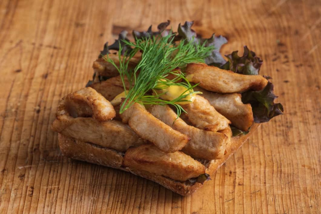 Vollkorn-Brötchen mit Hähnchen-Curry