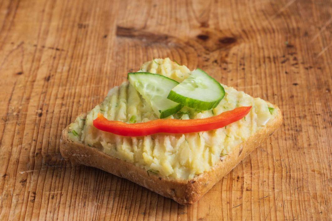 Vollkorn-Brötchen mit hausgemachter Kartoffelcreme VEGAN