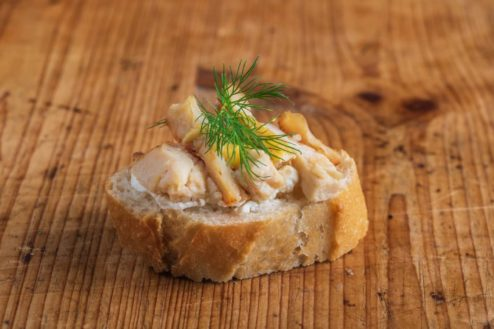 Weißbrot Canape Hähnchen-Curry
