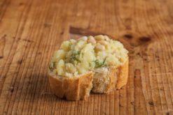 Weißbrot Canape Kartoffel-kräutercreme