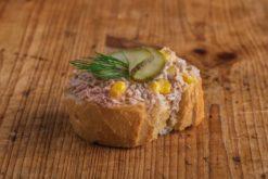 Weißbrot Canape Thunfischcreme