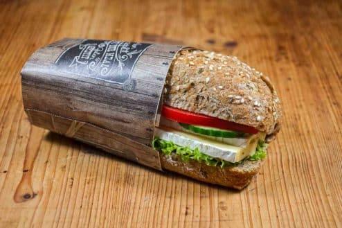Vollkorn-Brötchen mit Camembert einzeln verpackt-